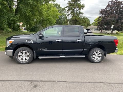 Pre-Owned 2017 Nissan Titan SV 4WD